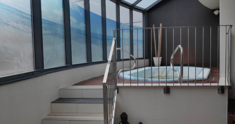 Wohnung zur Miete in Valencia, Wohnanlage mit Pool.