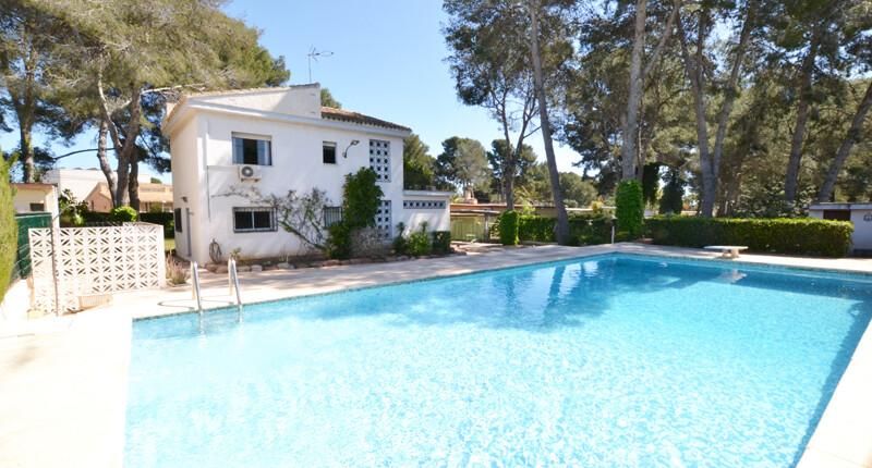 Schönes Haus mit weitläufigem Grund zum Kauf, Valencia – La Cañada
