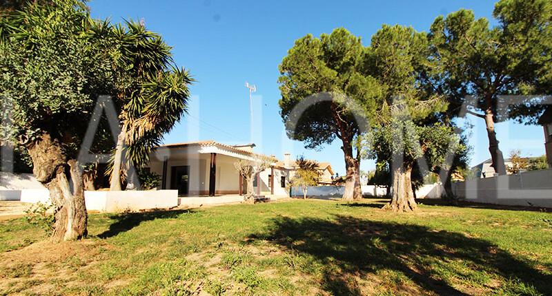 Fantastisches Haus im Bungalow-Stil mit großem Grund, Valencia – La Eliana